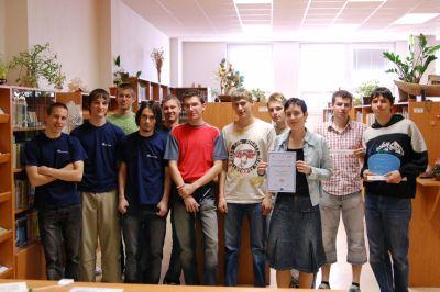 Mgr. Eva Komínková s účastníky projektu. Klikněte pro zvětšení...